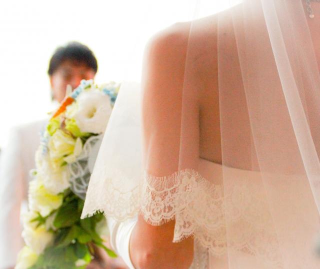 結婚式の幸せな夫婦
