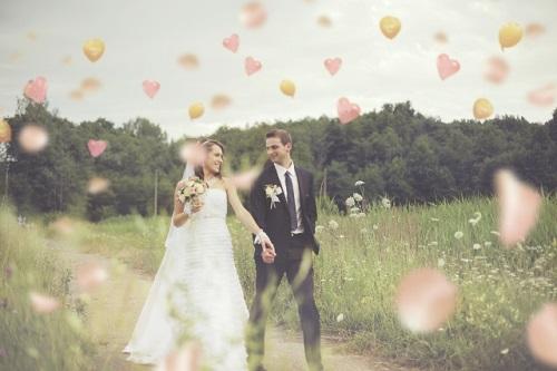 婚活サイトで出会って結婚したカップル