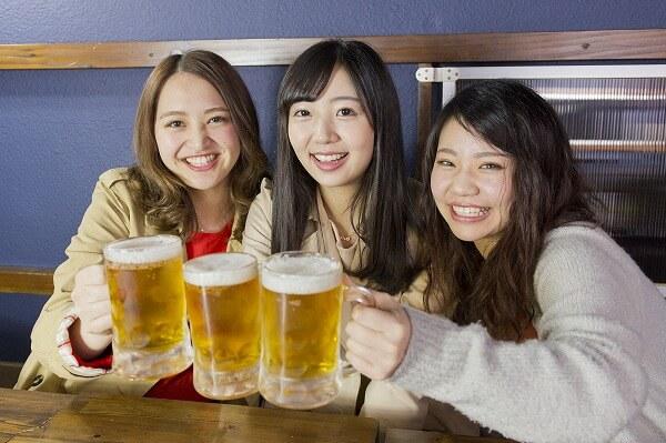 可愛い女性たちと飲み会